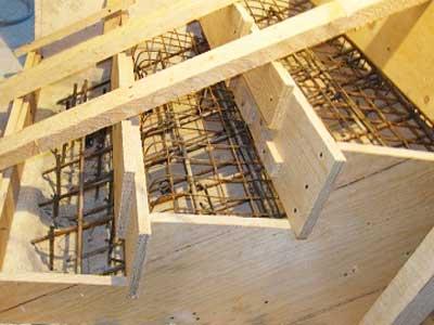 изготовление опалубки для бетонной лестнице