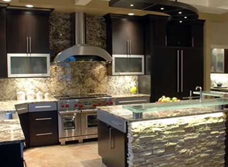 отделка декоративным камнем кухни