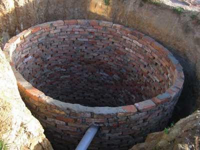 Кладка стен колодца